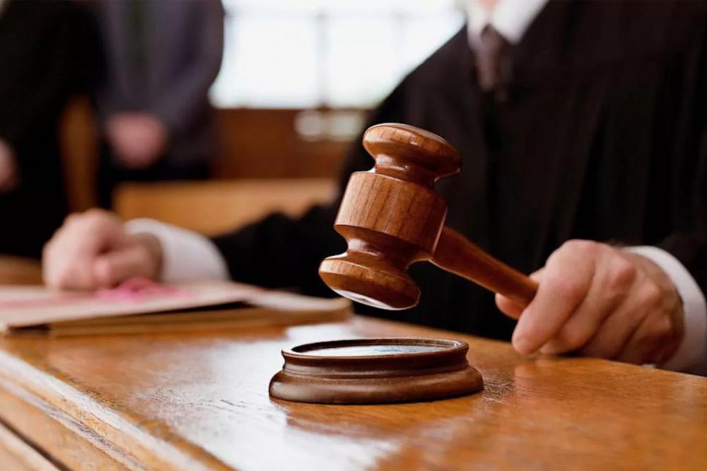 усыновление ребенка одним из супругов.наличие судимости у другого судпрактика сразу узнал