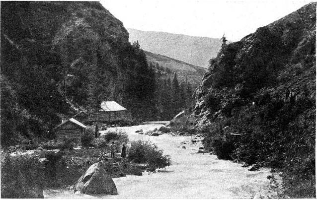 Вид горного ущелья в Заилийском Алатау