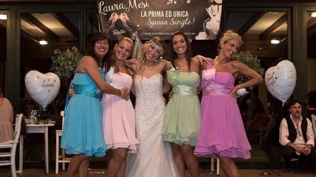 Картинки по запросу В Италии девушка вышла замуж за саму себя
