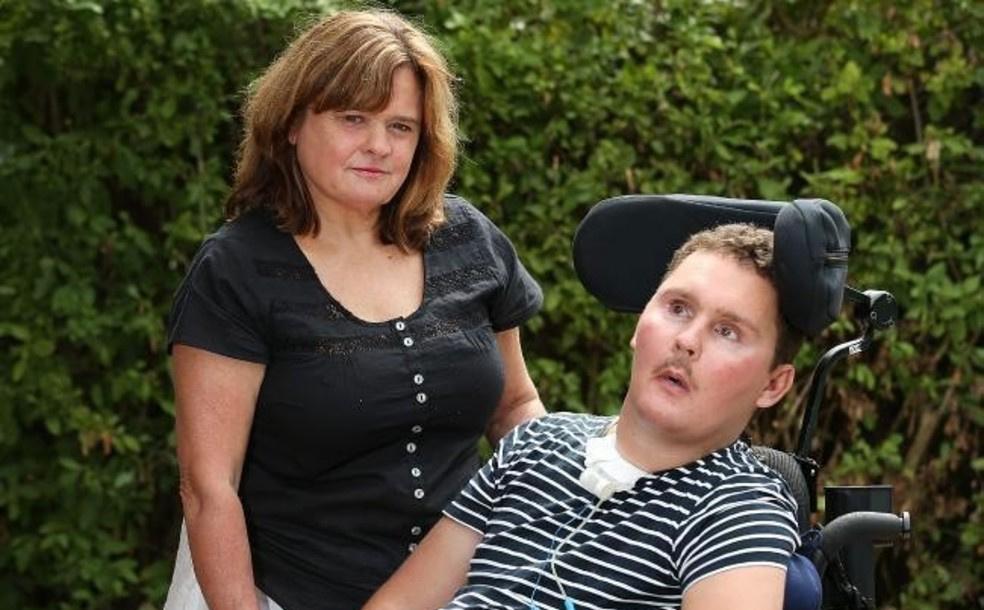 19-летний спортсмен на спор съел улитку: его навсегда разбил паралич