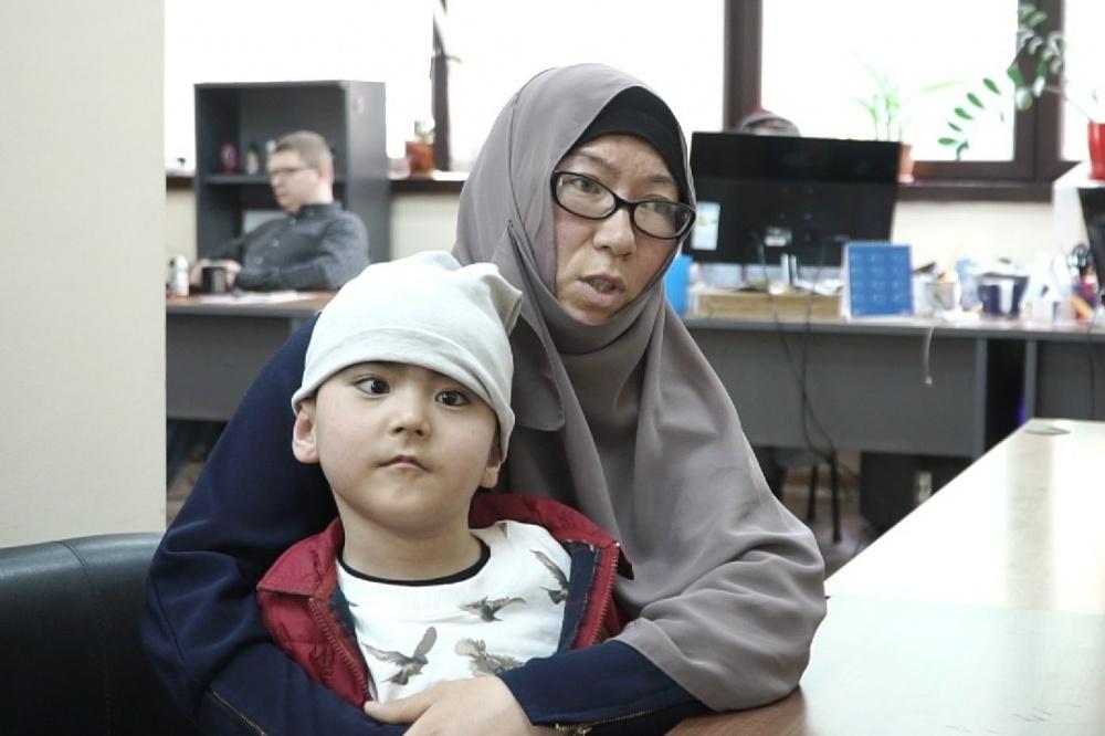 Как сейчас живет избитый Ибрагим. Рассказ его новой мамы. Видео