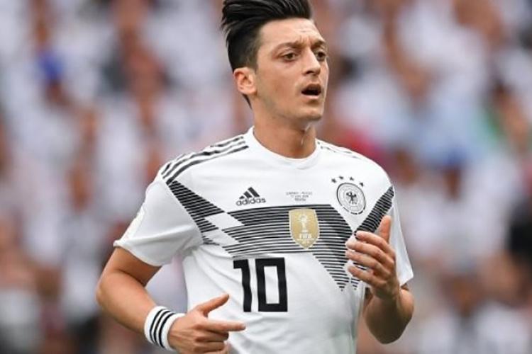 Футболист сборной германии месут озил