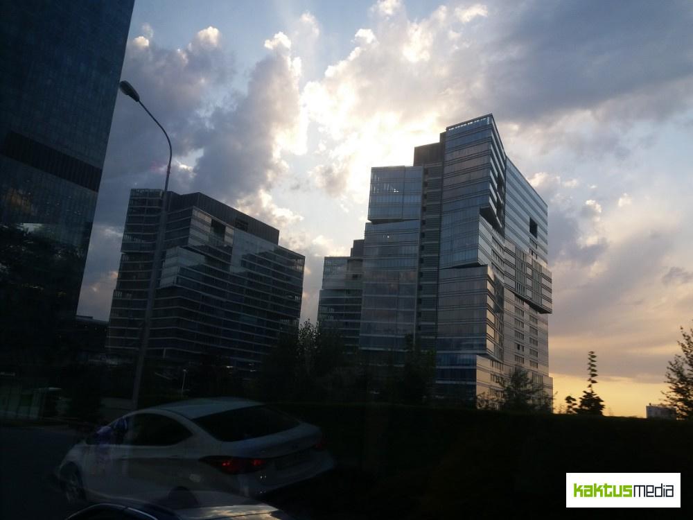 Алматы из окна туристического автобуса