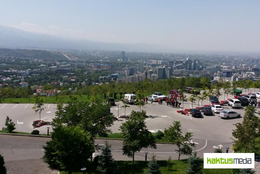 Вид с горы Кок-Тобе в Алматы