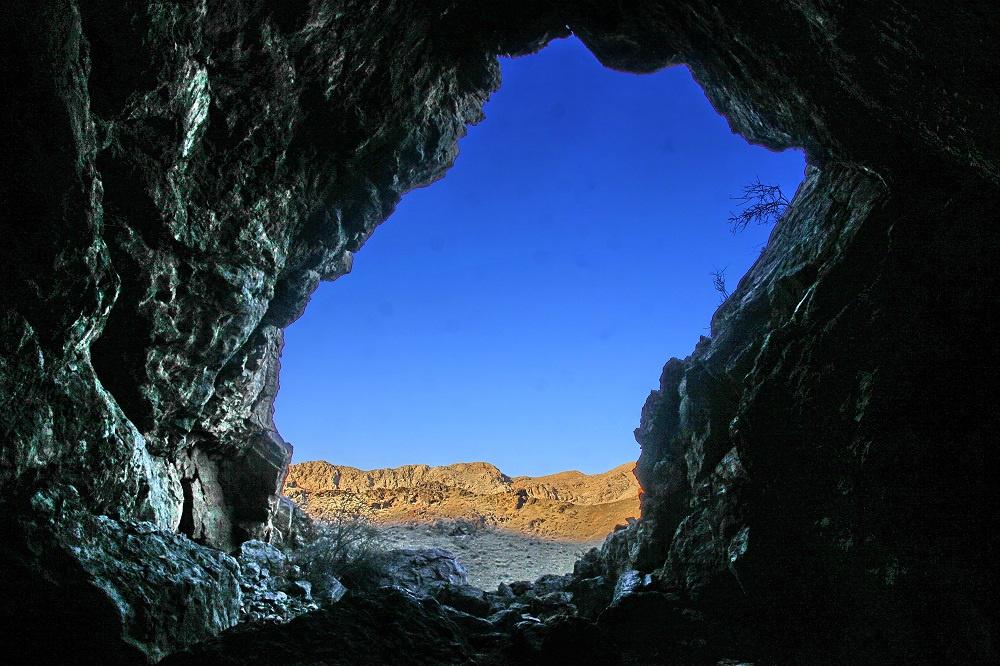 Кыргызстан - страна туризма? Фоторепортаж о вандализме в уникальных пещерах