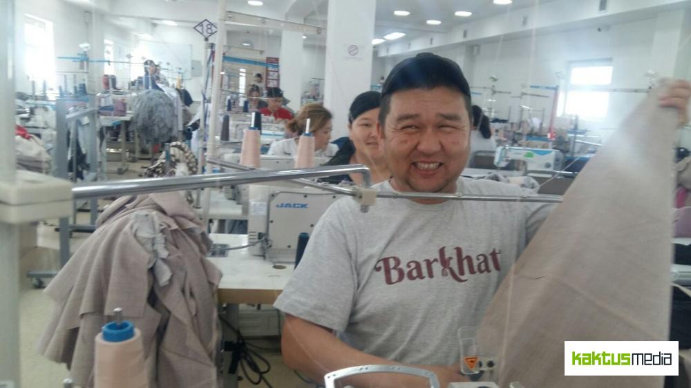 Альтернатива миграции. Мужчины в Кыргызстане взялись шить одежду в швейных цехах