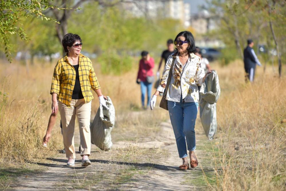 Всемирный день чистоты. Как чиновники город убирали (фоторепортаж)