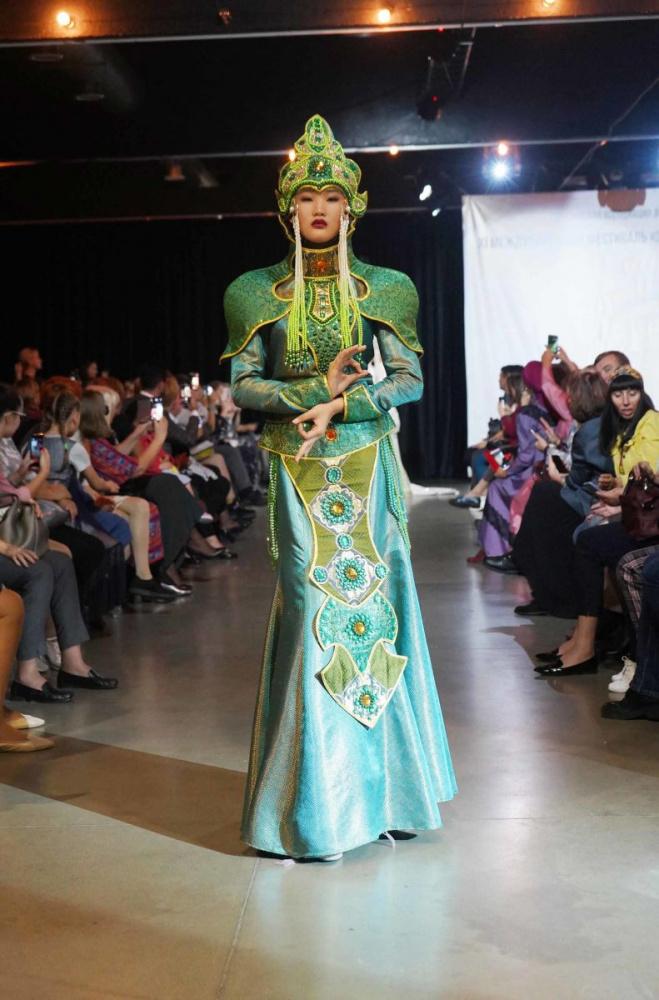 """Коллекция """"Кочевница 21"""" признана лучшей.  Кыргызстанка выиграла конкурс дизайнеров одежды"""