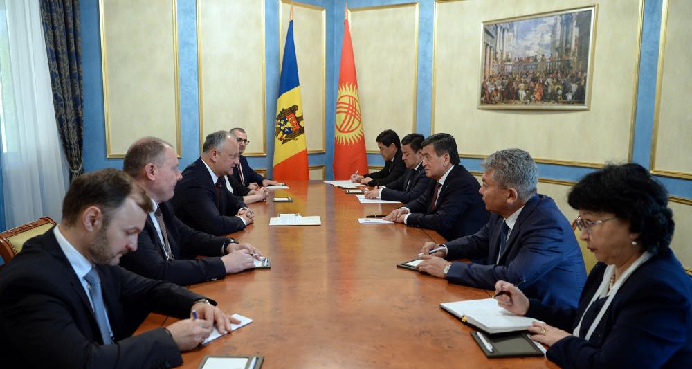 Жээнбеков пригласил президента Молдовы в гости, а тот его