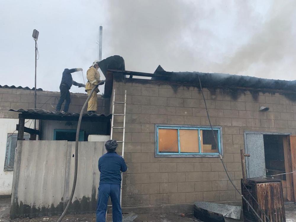 Как военные российской авиабазы тушили пожар на центральном рынке Канта. Фото