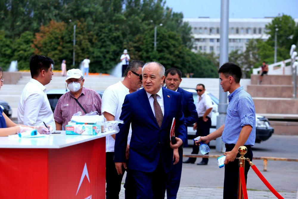 """В Бишкеке проходит съезд партии """"Ата-Мекен"""": Текебаев не будет баллотироваться в депутаты"""