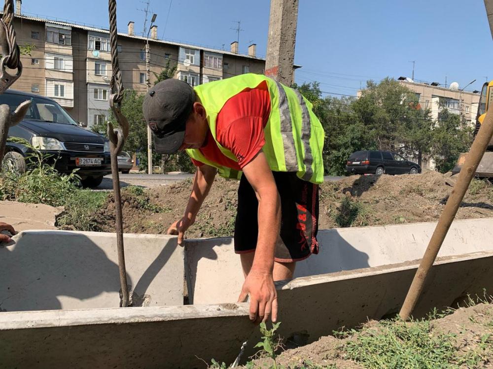 Мэрия продолжает озеленение Бишкека