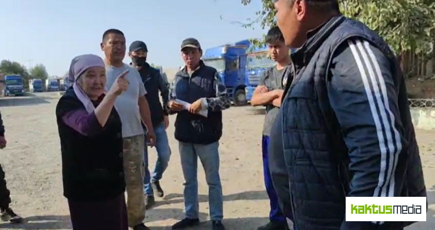 """Водители требуют, чтобы автобазу """"Абу-Сахий"""" передали государству. Возмущены Матраимовыми"""