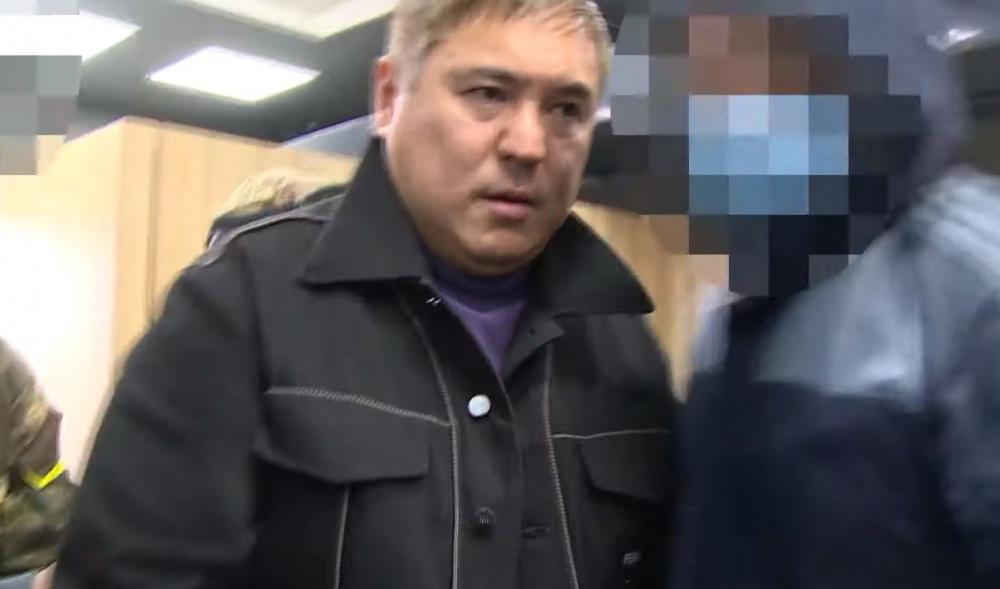Жилетка Жапарова, кепка Матраимова и куртка Кольбаева. У кого круче?