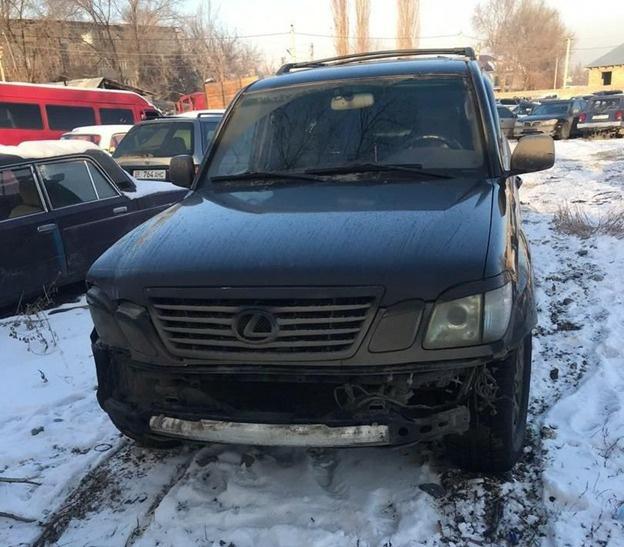 В Бишкеке девушка на Lexus сбила пешехода и скрылась с места аварии
