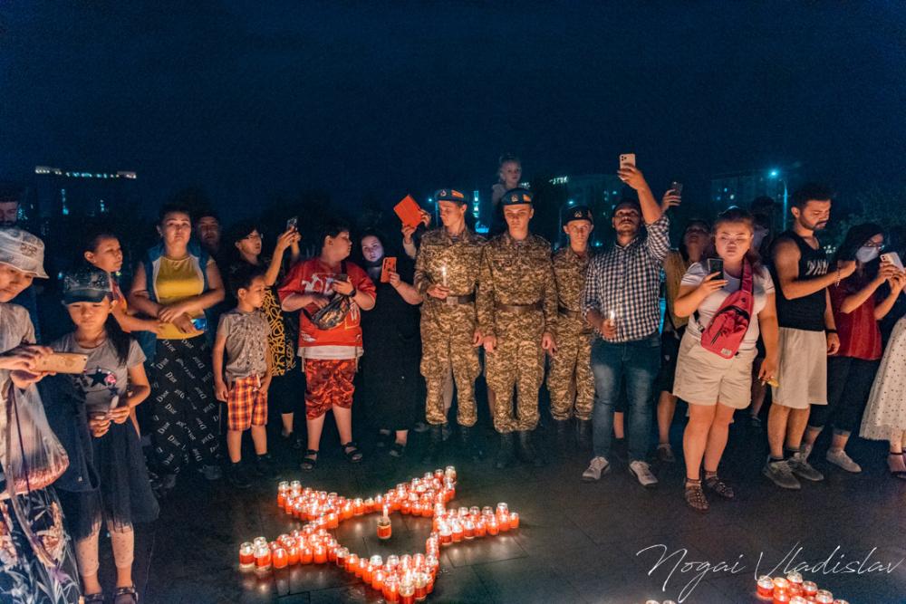 """В Бишкеке зажгли """"Свечу памяти"""" к 80-й годовщине начала Великой Отечественной войны (фото)"""